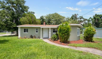 Front view of 5300 Dexter St, Orlando, FL, 32807